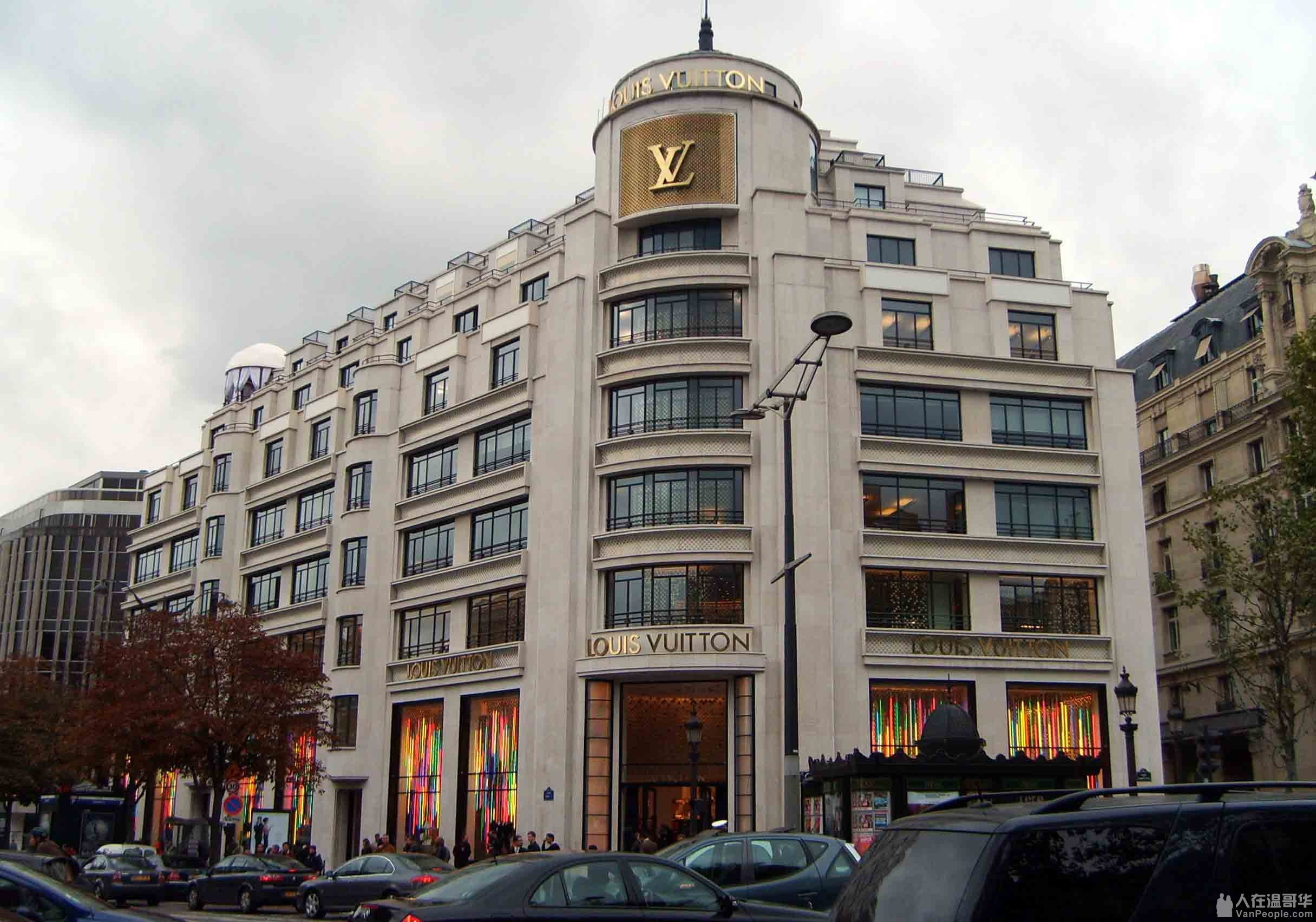ac80af4330 Během první světové války otevírá značka L. Vuitton další obchody